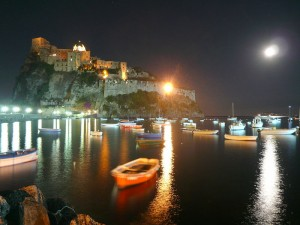 Castello_Aragonese_di_notte
